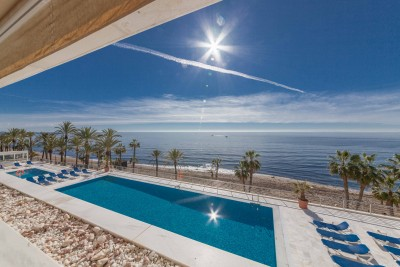 Marina Mariola - 2 bedroom apartment with direct sea views on the Marbella Paseo Maritimo
