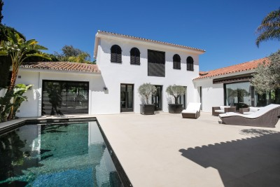 Contemporary style villa for sale close to the beach at Los Monteros playa, Marbella