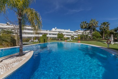 3 bedroom luxury apartment at Los Granados Golf, overlooking Las Brisas Golf, Nueva Andalucia