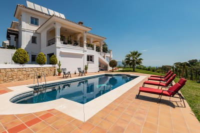 Large luxury villa with amazing views for sale at La Mairena overlooking the Marbella and Mijas Costa coastline