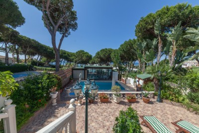 Marbella villa for sale - Cabopino direct access to the beach and Marina