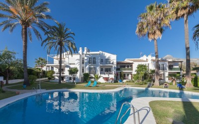 Apartamento en venta en Nueva Andalucia, Marbella - Primer piso con 4 dormitorios y 3 baños