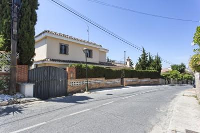 La Sierrezuela villa for sale -  4 bedroom villa for modernisation/reform
