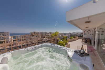Penthouse for sale in Marbella - 3 en suite bedrooms and sea views