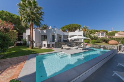 Nueva Andalucia villa for sale - Contemporary style, 3-4 bedrooms, great location