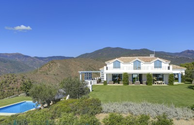 Stunning cortijo style luxury villa for sale at Monte Mayor Country Club, Benahavis