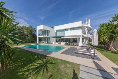 Luxury, contemporary beachside villa close to Puerto Banus