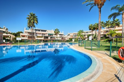 2 bedroom penthouse apartment for sale within walking distance to Puerto Banus