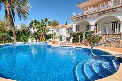 Familievilla met 4 slaapkamers, golf op de eerste lijn Guadalmina