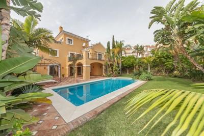 3 bedroom, 3 bathroom villa for sale at El Parasio Alto on the New Golden Mile, Estepona