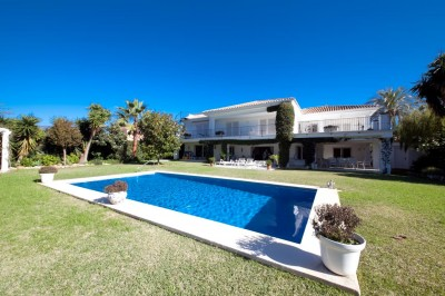MMM4095M - Villa For sale in El Paraiso Bajo, Estepona, Málaga, Spain