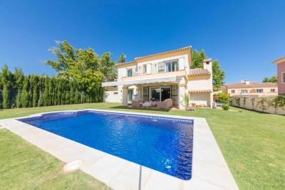 Immaculate 5 bedroom, 5 bathroom detached villa for sale in Elvriria