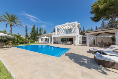 Elegant contemporary style villa at El Rosario, Marbella with large south facing garden