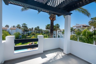 Beautifully refurbished 2 bedroom apartment close to the beach at Costalita