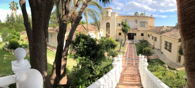Supersized villa with impressive sea views for sale in El Paraiso close to Golf, Marbella and Estepona