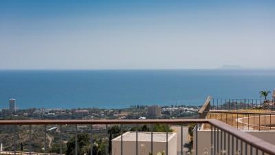 3 sovrum takvåning med panoramautsikt över havet till salu på Altos de Los Monteros, Marbella