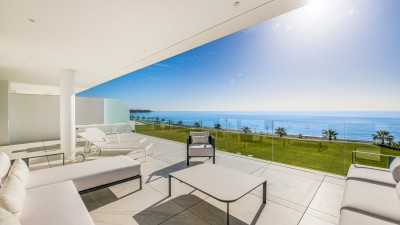 3/4 bedroom, 4 bathroom beach front apartment in an exclusive New Golden Mile location