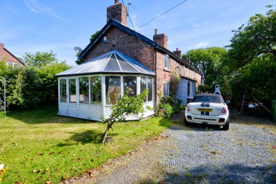 1 Ivy Cottage, Lunt Road, Homer Green. 3 bedroom semi detached period cottage overlooking farmland