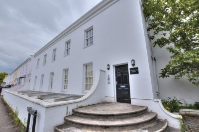 Gainsborough House, Bath Road, Cheltenham, spacious grade 2 listed first floor apartment, close to restaurants and shops, bathroom and en-suite bathroom, parking space.