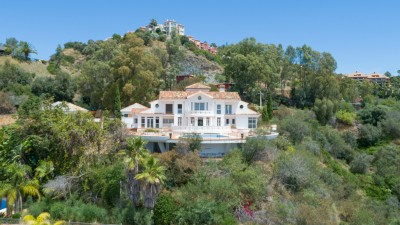 Project - Large villa with past commercial use for sale in Puerto el Almendro, Benahavis close to Marbella