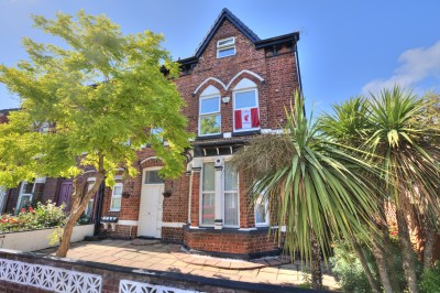 Hereford Road, Seaforth - well presented top floor flat in converted character conversion, neutrally decorated