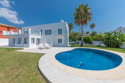 Reformed modern 4 bedroom villa with sea views for sale at Seghers, West Estepona