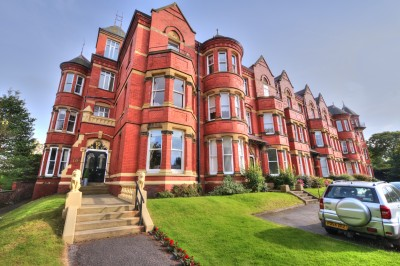 Lord Street West, Southport - extremely first floor spacious apartment, close to town centre shops and amenities, off road parking