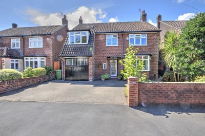 Bonnington Avenue, Crosby, detached house in a quiet cul-de-sac, close to local schools, five bedrooms, rear garden - not overlooked, immaculately presented.