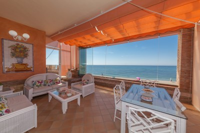 Great opportunity to rent in high season in Cabopino, first line of the beach, six beds, six baths
