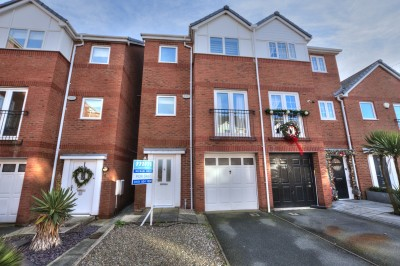 The Knowles, Blundellsands Road West, Blundellsands - modern townhouse, walking distance to the beach, railway station & Crosby Leisure Centre, South facing rear garden, no chain.