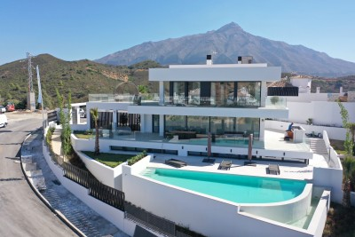 Luxury, brand new designer 4 bedroom villa for sale in Nueva Andalucia
