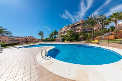 Sea views from 2 bedroom ground floor apartment for sale at residencial La Joya, Mijas Costa