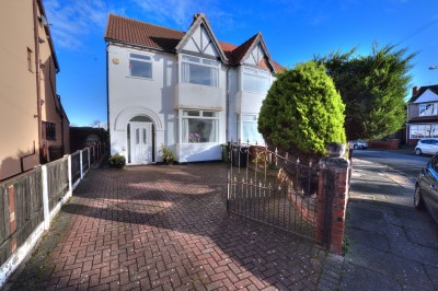 Manor Avenue, Crosby - fantastic family home, close to shops and schools, well presented and ready to move in, driveway, pleasant rear garden.