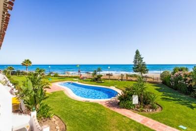 Fully refurbished 2 bedroom frontline beach apartment at Calahonda