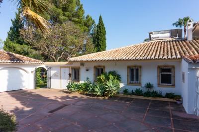 Lantgård i ranchstil med villa och 4 stugor till salu på Mijas