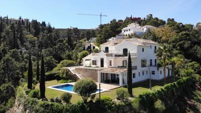 Prestigious modern villa and guest house for sale in El Madroñal, Benahavis