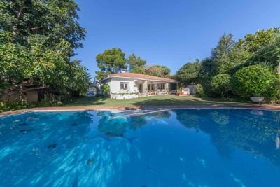 Villa de plain-pied avec 4 chambres et 3 salles de bain à vendre à Atalaya Baja, Estepona