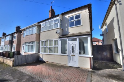 Seafield Avenue, Crosby - extended semi detached family home, quiet cul-de-sac, close to shops, close to local schools, neutrally decorated, open plan kitchen/family room, off road parking.