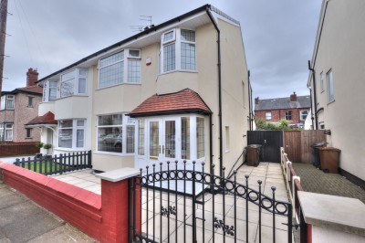 Mornington Avenue, Crosby, beautifully presented semi detached family house, close to schools and shops, South facing rear garden, 3 bedrooms, South facing rear garden.