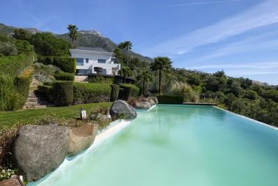 Geweldige vrijstaande villa met 5 slaapkamers met uitzicht op het meer van Istan en op slechts enkele minuten van Marbella
