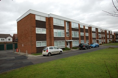 Avon Court, Richmond Road, Crosby, 2 bedroom second floor flat, close to shops and amenities, parking, unfurnished.