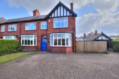 Eshe Road North, Blundellsands, spacious character semi detached house, sought after location, 6 bedrooms, 3 bathrooms, ample gated parking, large garage.