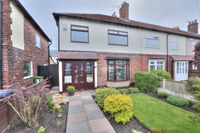 Rosedale Avenue, Crosby, semi detached house, 3 bedrooms, quiet location, close to schools & shops, well presented, mature front & rear gardens.