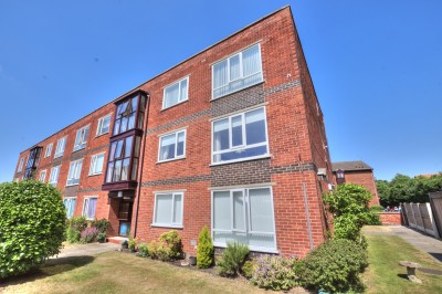 Hamilton Court, Merrilocks Road, Blundellsands, spacious first floor flat, sought after location, well presented, 2 double bedrooms, garage, parking, no chain.