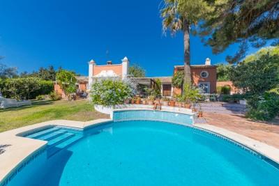 Karaktervolle villa/finca in de buurt van San Pedro en alle voorzieningen.