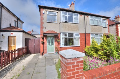 Eden Drive South, Crosby, semi detached house, 3 bedrooms, neutrally decorated, gardens, driveway, close to schools and shops.