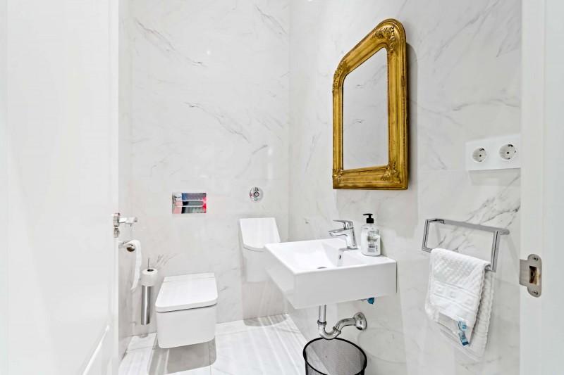 RC1877_1_25_Toilet