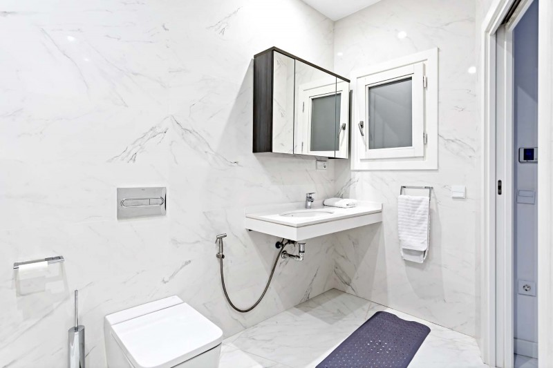 RC1877_1_26_Bathroom