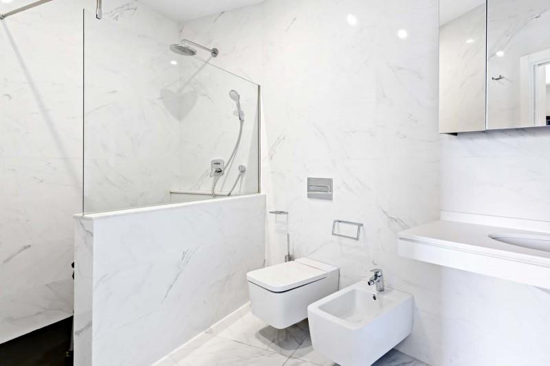 RC1877_1_27_Bath En Suite
