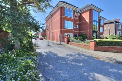 Holly House, Moor Lane, Crosby, spacious ground floor apartment, secure electric gated parking, no chain, 2 double bedrooms, well presented.